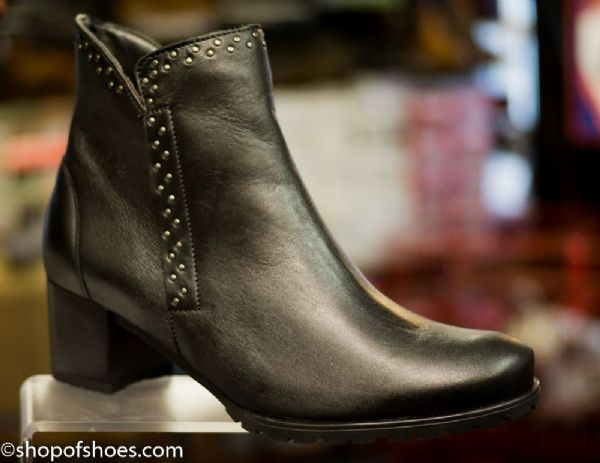Alpina Fara black leather heeled zip ankle boot